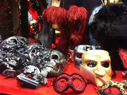 vetrina maschere veneziane